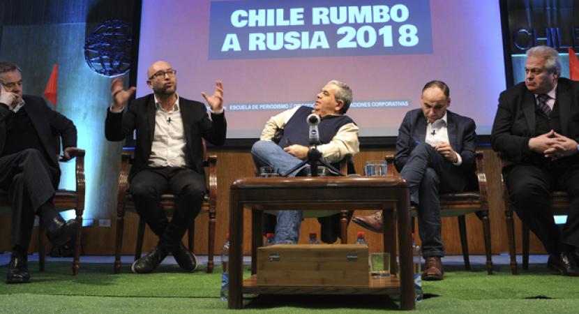 Rostros del periodismo deportivo debatieron sobre la selección en la Universidad Central