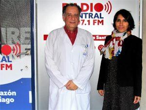 Jorge Olivares, Presidente de la Sociedad Chilena de Emergencia Pediática y la periodista Lorena Bustos
