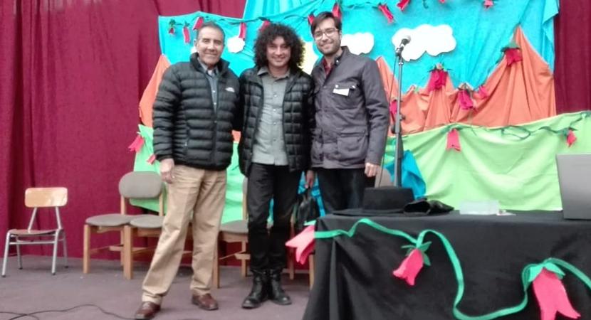 Conductor de Vertiente Chilena participó en charla sobre folclor en colegio de Independencia