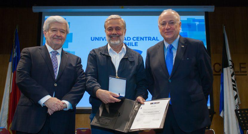 UCentral otorgó medalla Fundadores a Benito Baranda
