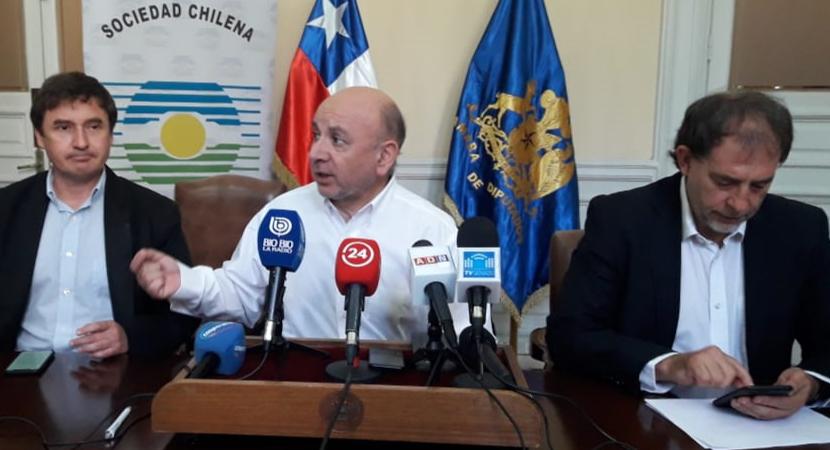 Parlamentarios Juan Luis Castro y Guido Girardi se querellarán por ejercicio ilegal de la profesión y mayor fiscalización en atención oftalmológicas