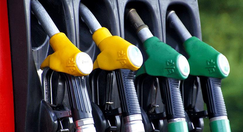 """Ministro de Hacienda, Felipe Larraín, culpó al """"entusiasmo veraniego"""" al no acertar con el alza del combustible"""