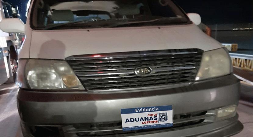 Personal de Aduana de Arica decomisó 22 kilos de cocaína avaluados en cerca de 500 millones pesos desde un furgón de turista santiaguino