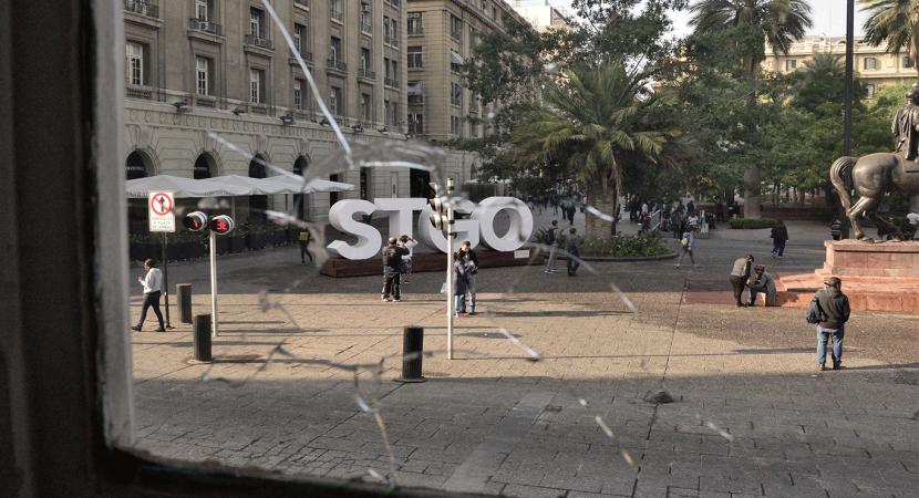 Alcalde de Santiago Felipe Alessandri criticó los ataques en contra del edificio municipal durante la noche del martes