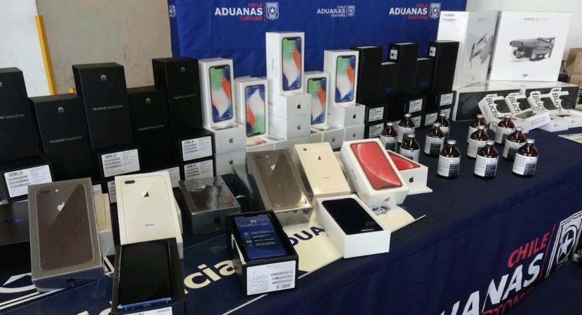 Personal de Aduanas incauta celulares valorizados en $280 millones de pesos