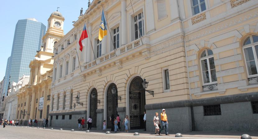 Municipio de la comuna de Santiago anunció que se querellarán contra personas que fueron identificadas por hechos de violencia en liceos