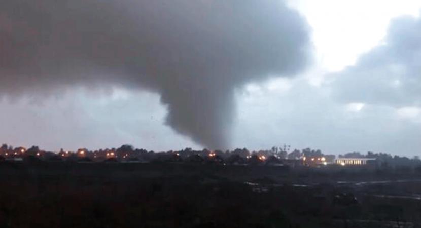 Autoridades en alerta por trombas marinas y tornado en el sur país: hay una persona fallecida