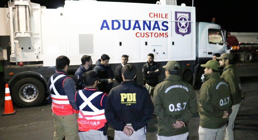 Aduanas, Carabineros y PDI refuerzan controles fronterizos terrestres por aumento del turismo