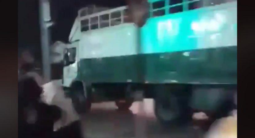 Hincha de Colo Colo muere atropellado por camión de Carabineros
