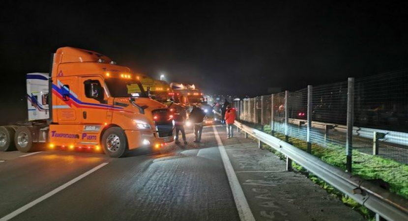 Camioneros inician paro nacional deteniendo el tránsito en diversas rutas del país