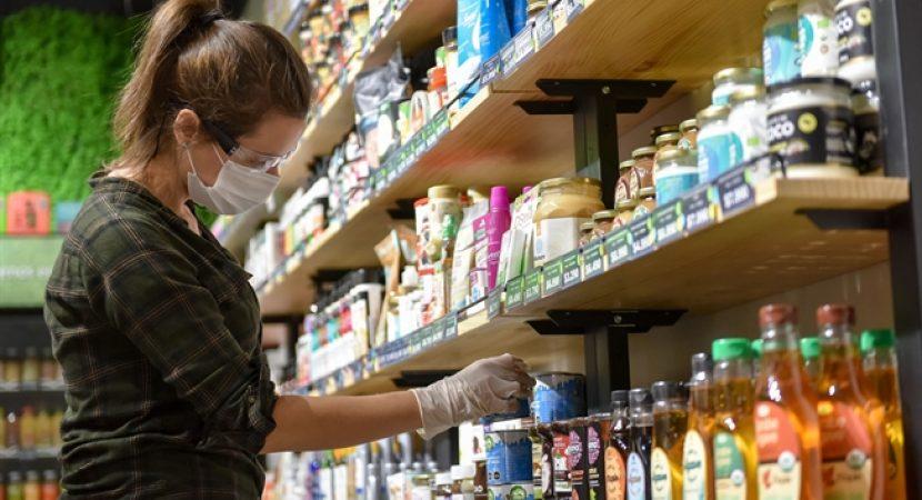 Presidente de Brasil Jair Bolsonaro llama a los supermercados a bajar los precios de algunos productos como acto de «patriotismo»