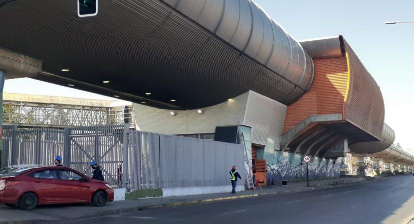 Tres estaciones de la Línea 4 son reabiertas luego de su reconstrucción desde el estallido social