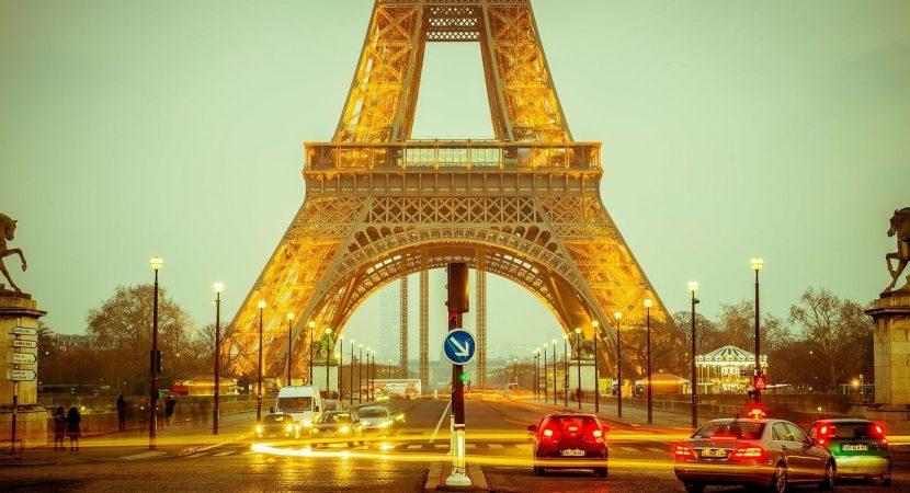 Evacuan Torre Eiffel por amenaza de bomba: equipos especializados buscan objeto sospechoso