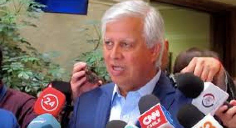 Diputado Gastón Saavedra propone plan que incluye segundo retiro del 10% de AFP y salario mínimo de 450 mil pesos