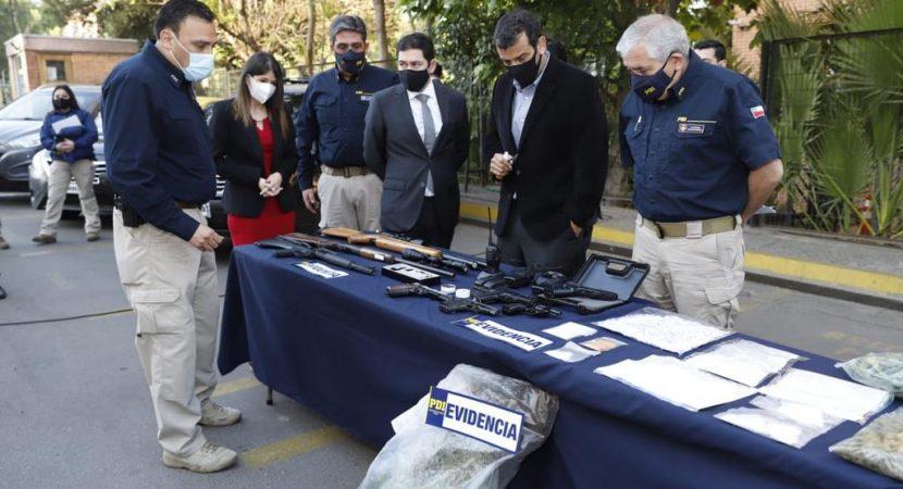PDI incauta drogas y armas en Melipilla logrando detener a 25 personas