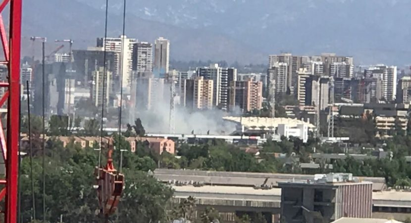 Bomberos controla fuego al interior del Estadio Monumental
