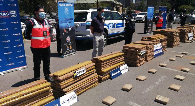 Aduanas, PDI y Armada decomisan más de 3.500 kilos de marihuana escondida en contenedores
