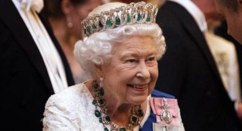 Asistente de Catering de la Reina Isabel admitió haberle robado