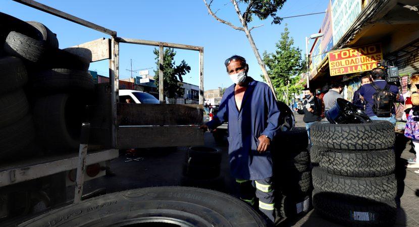 Santiago impulsa reciclaje de neumáticos en barrio 10 de Julio