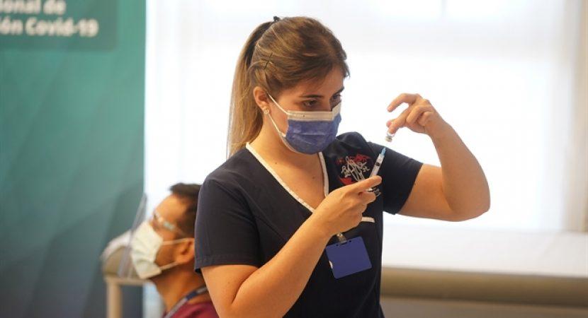 Inicia vacunación masiva contra el Covid-19 en todo Chile
