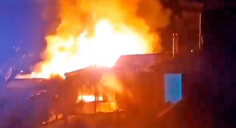 Ataque incendiario y disparos a comisarías marcan la noche en regiones de Araucanía y Biobío