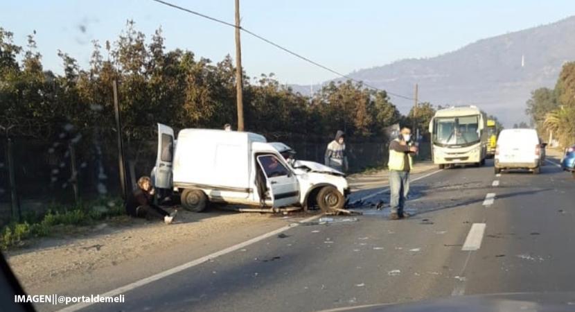 Grave accidente frontal de dos vehículos en Melipilla deja 4 lesionados