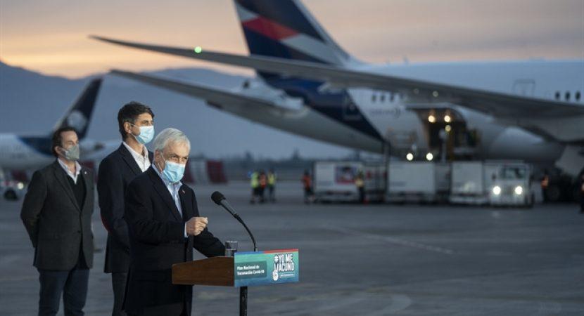 Presidente Sebastián Piñera recibe nuevo cargamento de vacunas y anuncia Pase de Movilidad para vacunados
