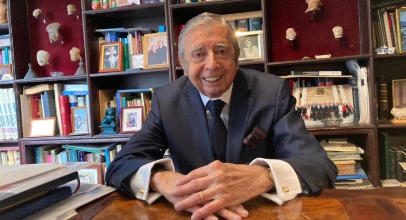 UCEN postula candidatura de Hugo Llanos Mansilla a Premio Nacional de Humanidades 2021