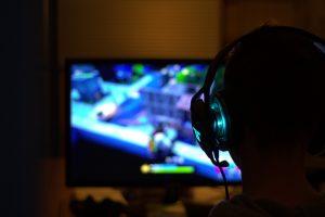 China permitirá 3 horas semanales de juegos por internet a menores de edad