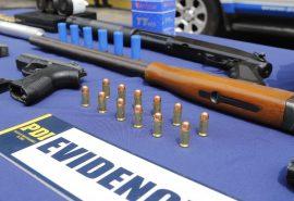 Operativo policial termina con 19 detenidos por posesión de armas, drogas y fuegos artificiales